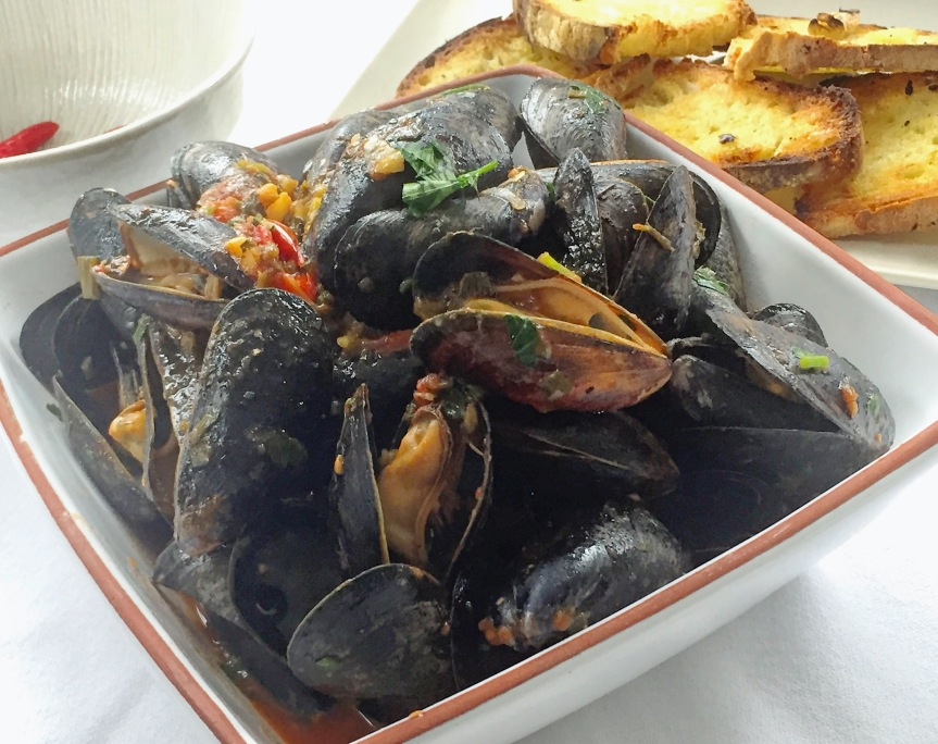 Erminio's Steamed Mussels in White Wine and Tomato Sauce